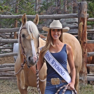 This picture is one reason I have Miss Wyoming Jessie Allen in my Top 16 predictions. Not only is she beautiful but she loves horses....that pulls at my Oklahoma heartstrings.
